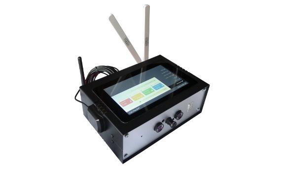 Urządzenie pokazowe CITYBOX Varia - sensory telemetryczne, GPS z zewnętrzną anteną, anteny LTE i WiFi, 7 calowy wyświetlacz dotykowy LCD, kamera działająca w paśmie podczerwieni do identyfikacji obiektów, raportowanie i zarządzanie z chmury Microsoft Azure